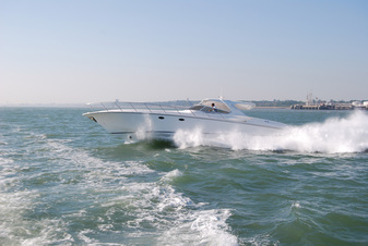 FOUNTAIN POWERBOATS 48 Express Cruiser